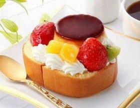 「ロールケーキ ア・ラ・モード」