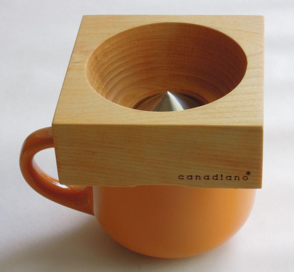 カナダ発、天然の木を使ったコーヒードリッパー、日本初上陸 フィルター一体型でペーパーやこし袋不要