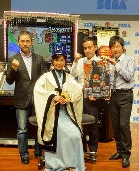 発表会に参加した(左から)新井プロデューサー、ゲスト小日向えりさん、かもめんたるの岩崎う大さん、槙尾ユウスケさん