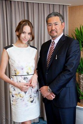 「銀たま採用」をめぐり語り合った小宮山さん(右)と道端アンジェリカさん