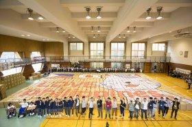 東深沢中学の生徒らが制作した段ボールアート