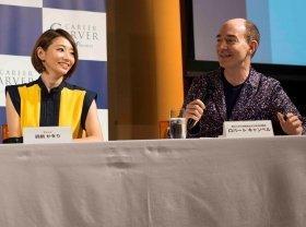 自身のキャリア形成について語る眞鍋かをりさん(左)とロバート キャンベルさん