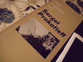 プロコフィエフの肖像が載った楽譜