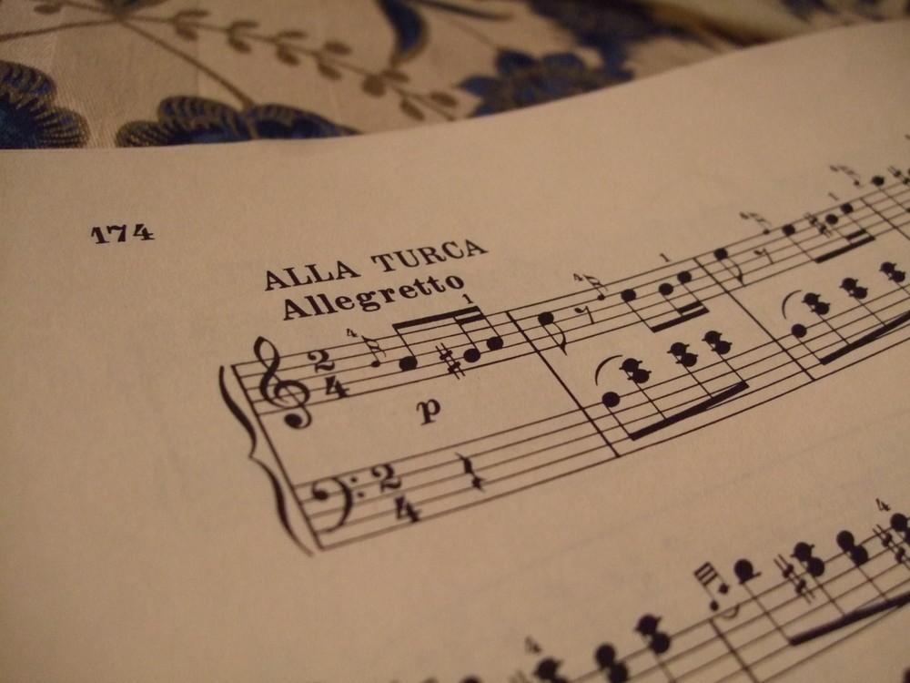 「音楽の都」に定着した異文化 モーツアルト「トルコ行進曲」