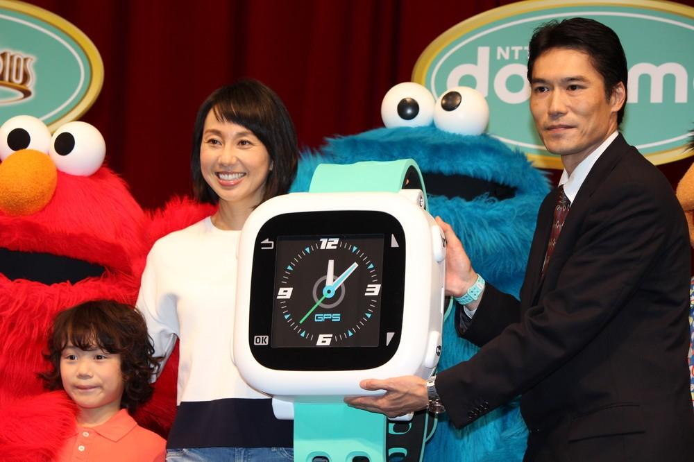 USJで東尾理子、子ども見守る「ドコッチ」に感激「夫にも着けさせたい」