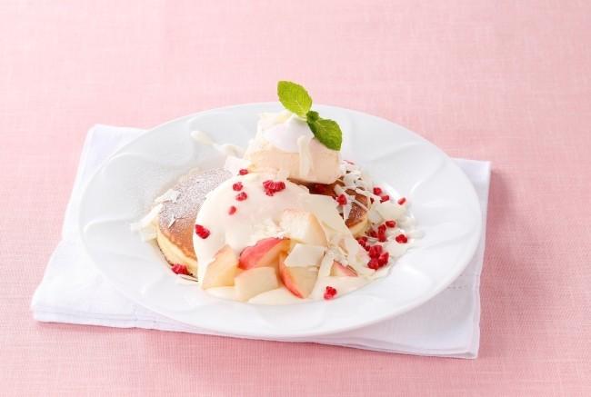皮ごと味わう「桃のパンケーキ」などデザート5品 デニーズ