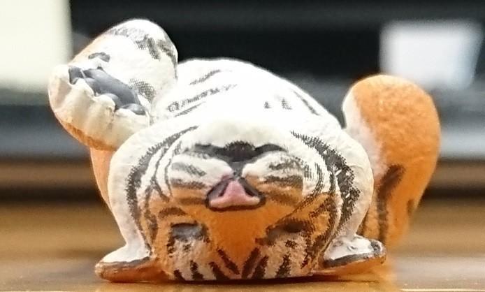 トラもよーく見ると極細の彫りで毛並みを再現