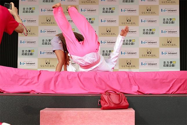 「リアル進撃の巨人」篠原信一、女性に投げ飛ばされ「夢」を叶える ららぽーと立川立飛で