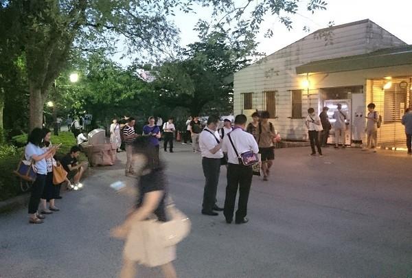 「ポケモンの巣」を求めて上野公園ボート乗り場の近くに集まった人たち