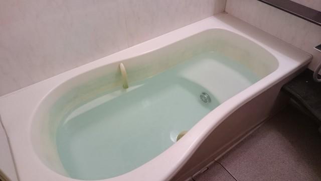 風呂のお湯には汚れの元になる見えない雑菌が潜んでいる