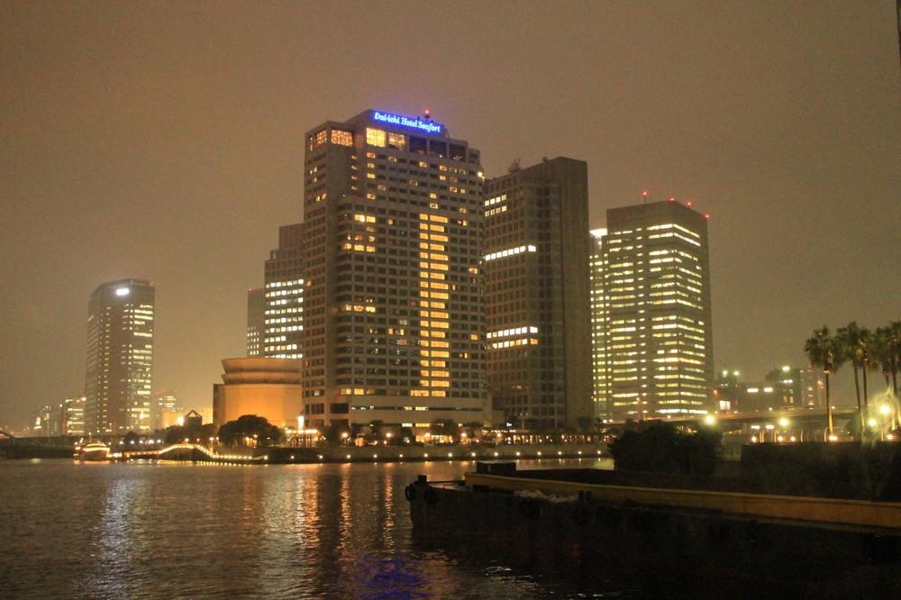 天王洲の夜景。第一ホテル東京シーフォートが見える