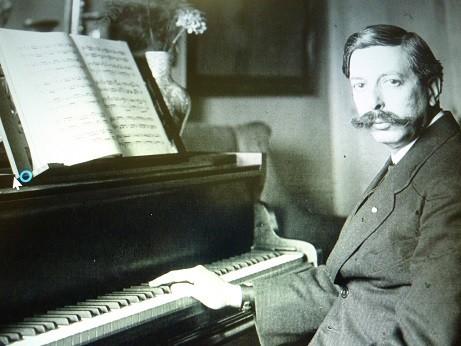 スペインの作曲家グラナドスの代表作「ゴィエスカス」の中の名曲、「嘆き、またはマハと夜鳴きウグイス」