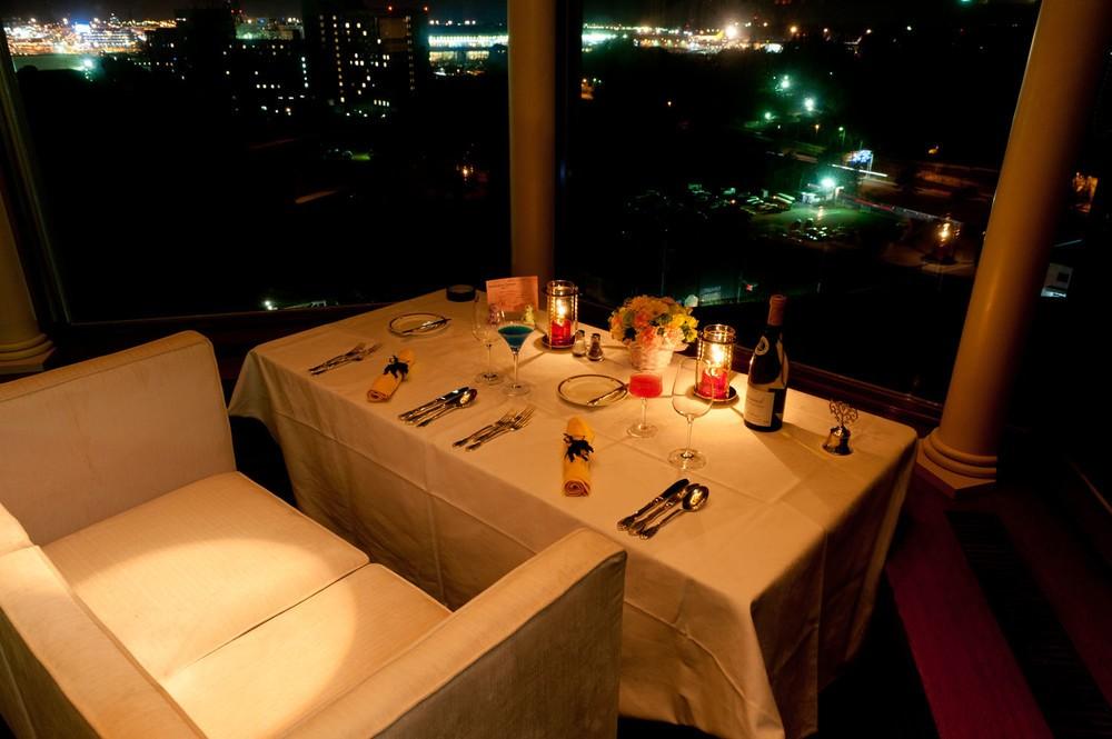 夜景が見えるカップルシートで...バレンタインディナーコース付き宿泊プラン