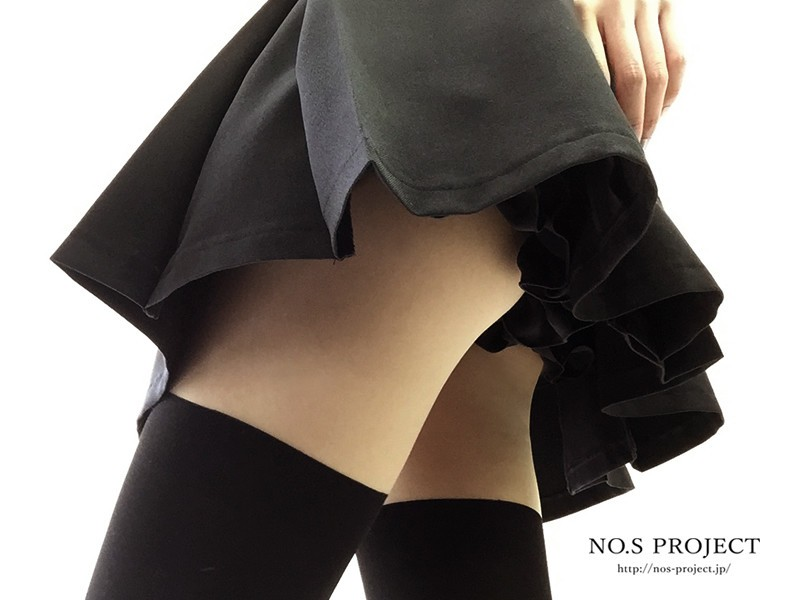 黒いスカートとも相性バッチリ!