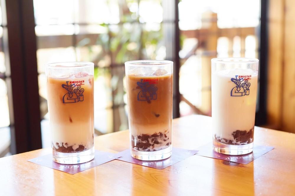 「小豆小町 アイス」。写真左から桜、葵、薫