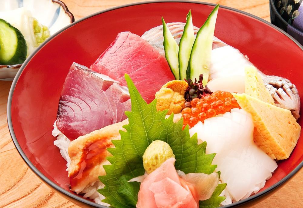 500円の豪華海鮮丼(17年4月14日のランチタイム限定)
