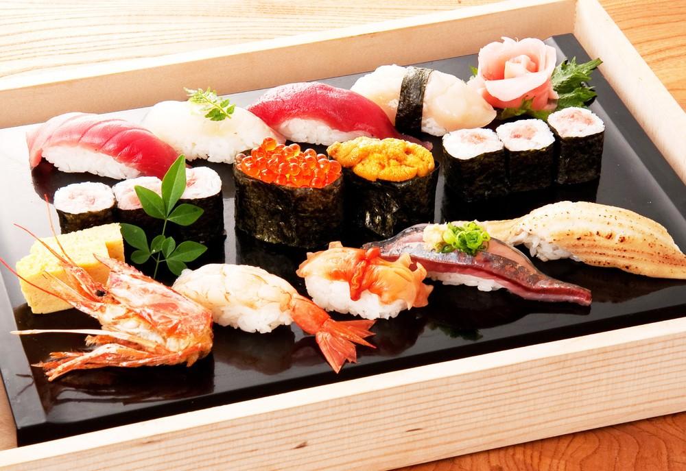「特上寿司盛合せ」