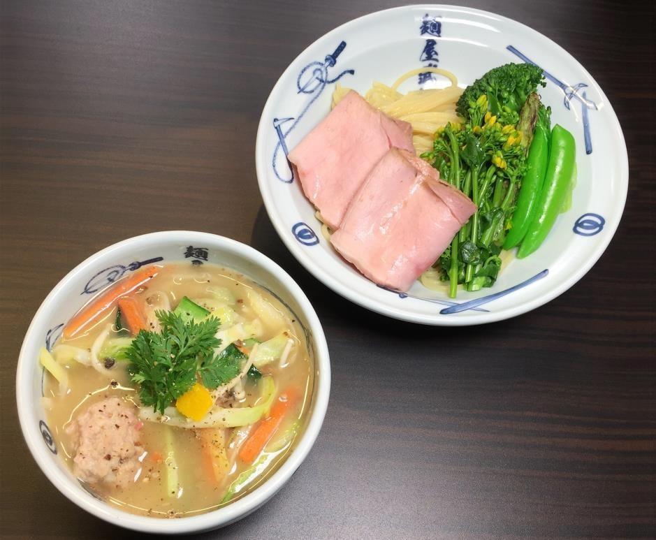 「たっぷり野菜の特製肉つめ麺」