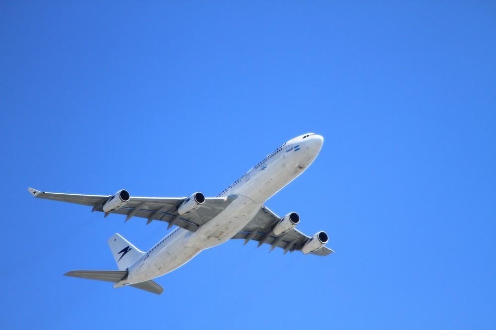 日本人は最も「飛行機で座席を倒さない」 迷惑行為も4割が何も言わずにガマン!