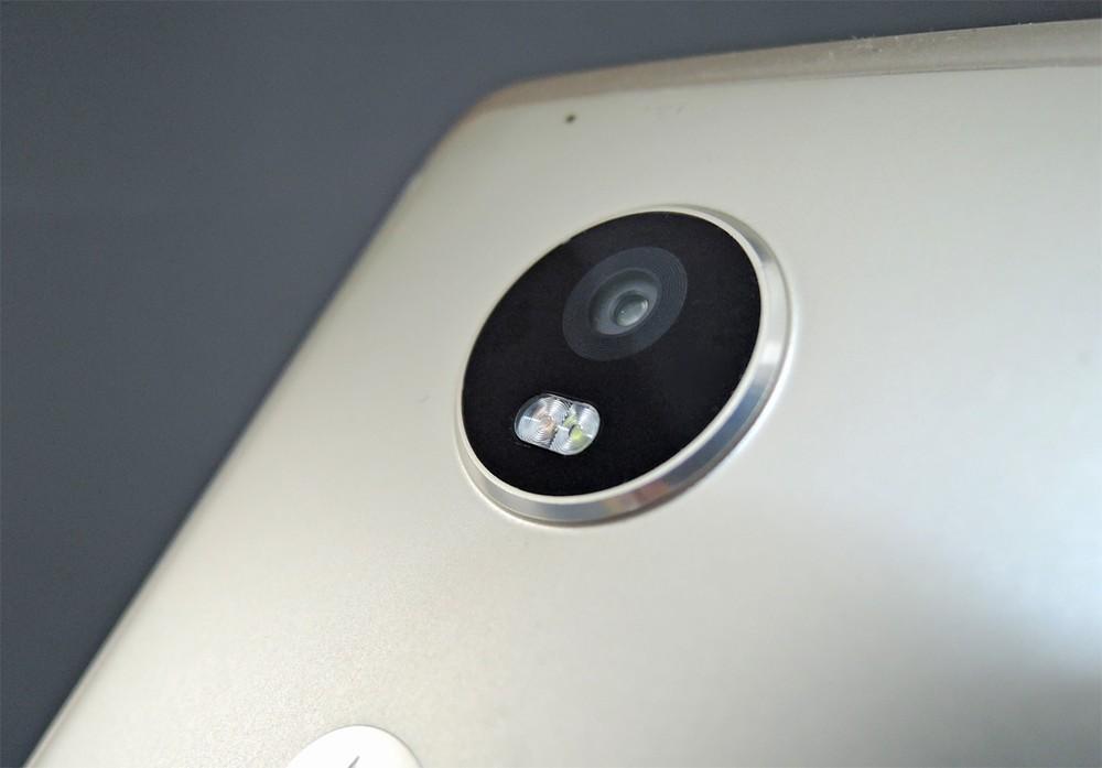 背面カメラ