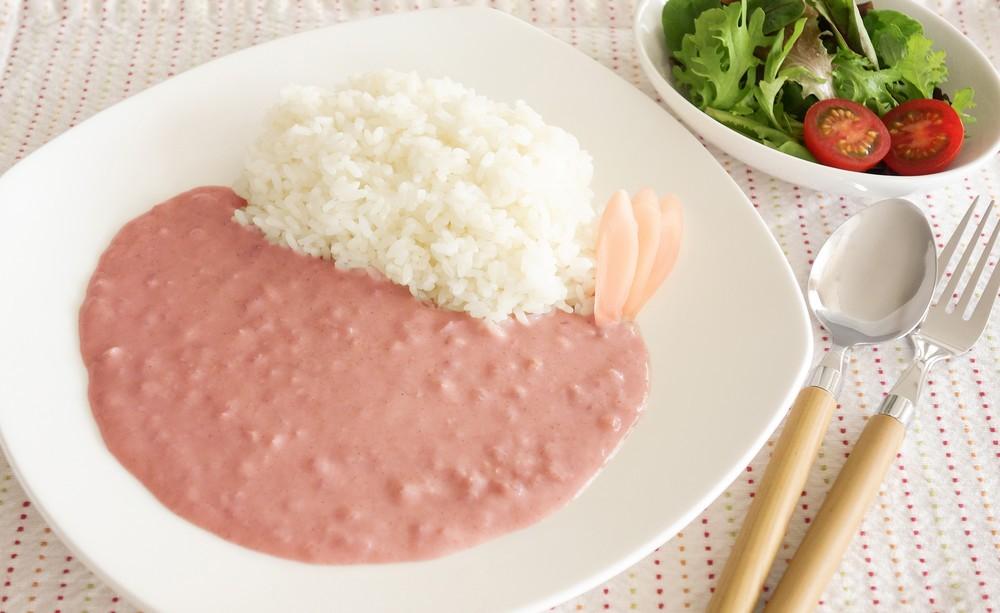 「岩下の新生姜」で作ったピンク色カレー 辛みがおいしいホワイトカレーベース