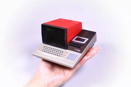 79年発売のシャープ「MZ-80C」を1/4の手のひらサイズで再現 「パソコンミニ」第1弾