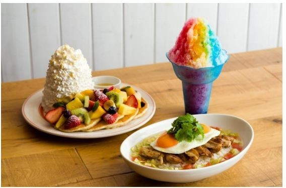 SNS映えする虹色! エッグスンシングスからハワイで人気「レインボーシェイブアイス」