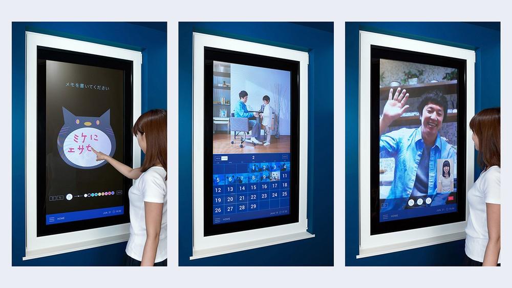 スマホ画面みたいに使える「未来窓」 チャットで会話、自動で換気...記者が体験してきた!