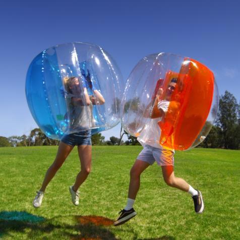 頭からすっぽりかぶって痛くない ぶつかって・転がって楽しい「バブルボール」