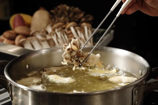 シェラトン都ホテル大阪で「秋の味覚フェア」 マツタケ料理が食べ放題