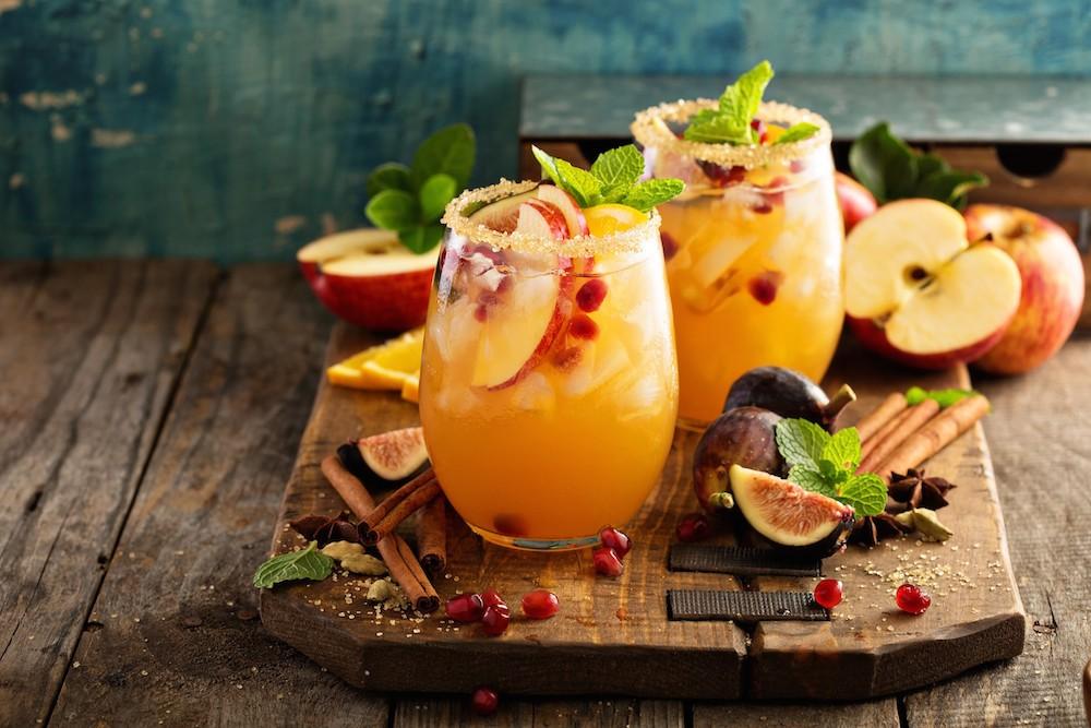 日本初の10種サングリア飲み比べイベント インスタ映えする「電球サングリア」も
