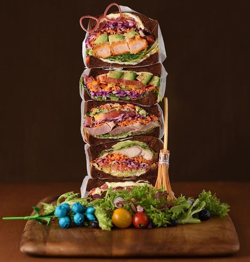 攻略できるか? 5段重ねの特大サンドイッチがスカツリにやって来る