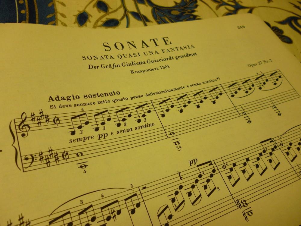 謎多きベートーヴェンの「月光ソナタ」 楽譜に残された印がミステリーに拍車をかける