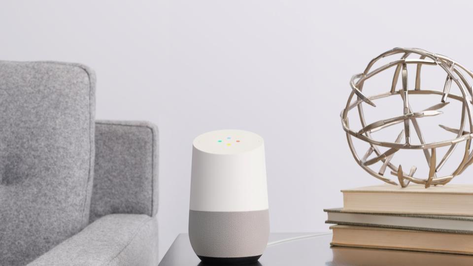 「OK Google」の一声で優秀アシスタントに タイマーも乗り換えも教えてくれる「Google Home」
