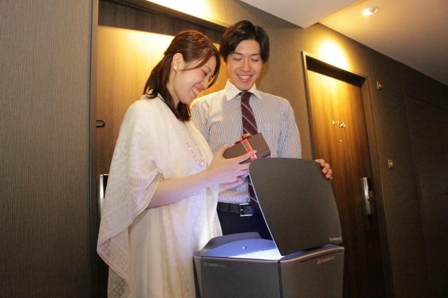 ロボットサンタがプレゼントを配達 品川プリンスホテル Nタワーの宿泊プラン