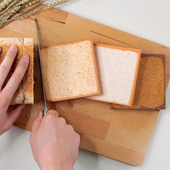 間違えて食べちゃいそう! リアルすぎる「食パンノート」が発売