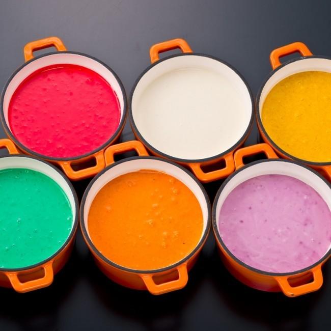 鮮やかすぎる6色のチーズフォンデュ SNS映え間違いなしの強烈カラー