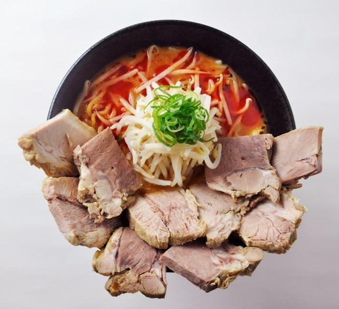 肉10切れが丼にど~ん! 究極の「SNS映え」ラーメン