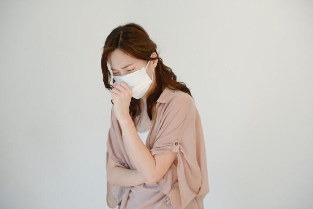 「風邪マナー」の暗黙ルール 営業はマスクNG、では全員マスク必須なのは...?