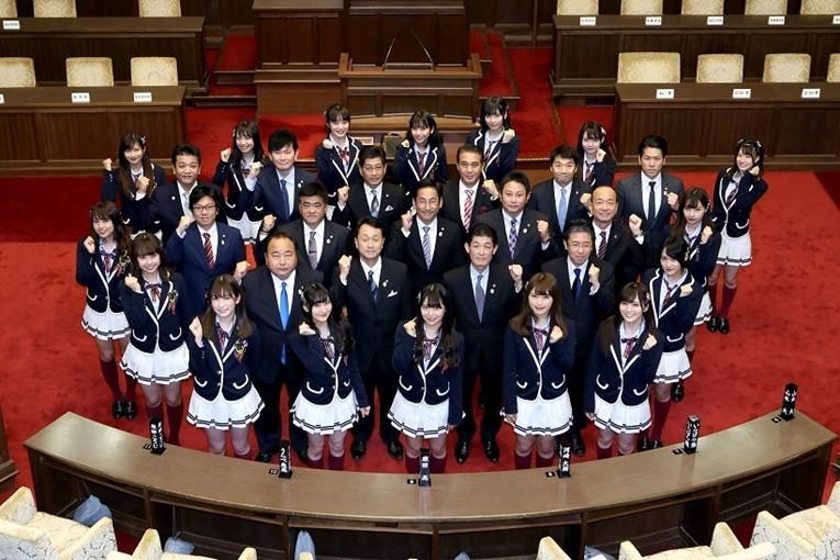 NMB48メンバーが議員にインタビュー 「NMBのミタイ!シリタイ!大阪府議会」放送スタート