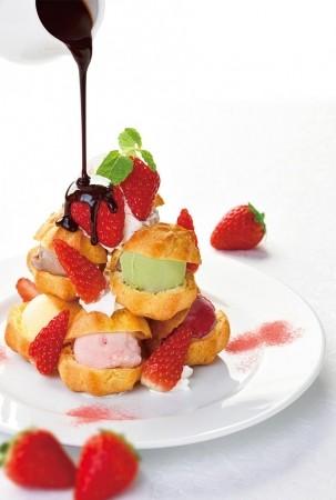 銀座コージーコーナー70周年記念デザート 「苺のプチシュータワー」