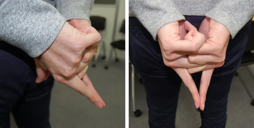 編集部員もやってみた。体の後ろで中指・薬指・小指を組む