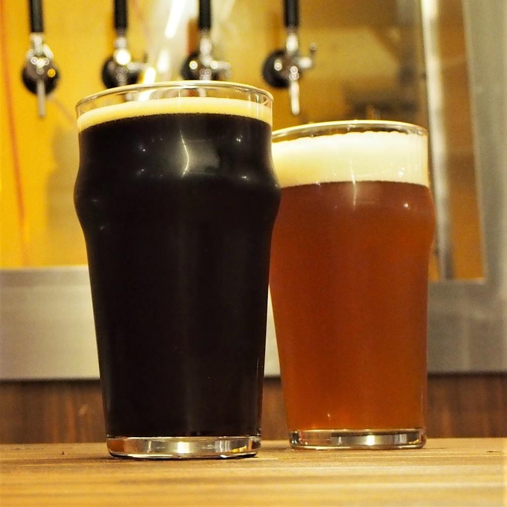 店内で醸造したビールで乾杯 大阪・天六の「ブリューパブ」