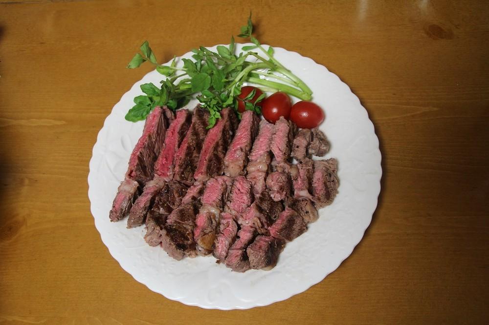 J-CASTトレンドが調理したステーキ