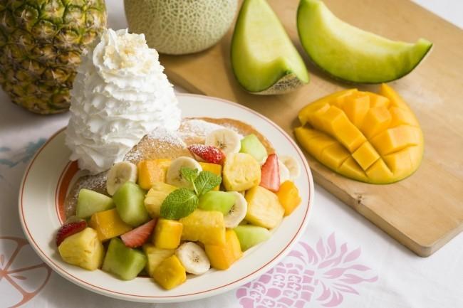 5種のフルーツをたっぷり盛り付け 「サマーフルーツパンケーキ」