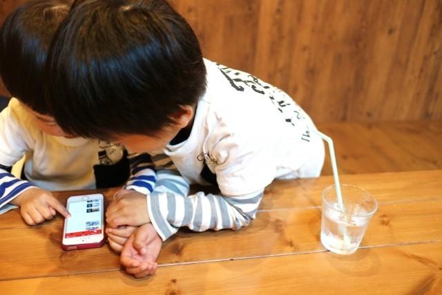 スマホにもない答え 宮藤官九郎さんは中1の娘に「だから面白いのだ」