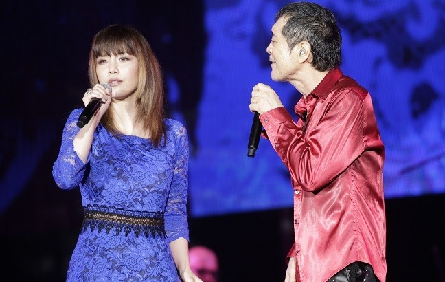 69歳のアニバーサリーコンサートで娘・洋子さんと歌う矢沢永吉(ズィープラスミュージック提供)