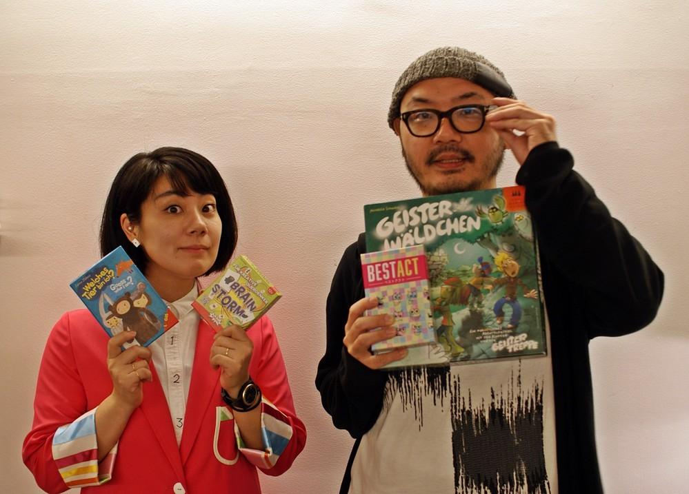 アナログゲームマスターのあだちちひろ先生(左)と、アナログゲームコミュニティAnagumaの主催メンバーの朝倉道宏氏