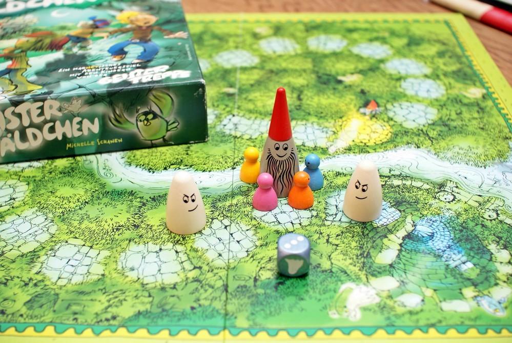 ここで、とてもかわいいコマのゲームを広げるあだち先生