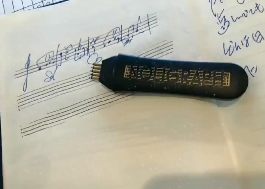 広瀬香美の「必須アイテム」はこのペン 普通の紙が「五線紙」に大変身